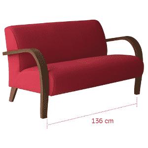 Um sofá pequeno não precisa ser basicão: invista em uma peça estruturada em madeira e com revestimento em uma cor forte como este móvel com braços curvos, assinado pelo designer Fernando Jaeger (www.fernandojaeger.com.br) - Divulgação/ Arte UOL