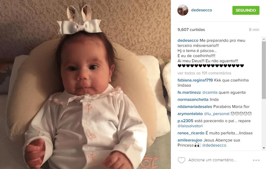 04.mar.2016 - Animada com o terceiro mês de vida da filha Maria Flor, Deborah Secco vestiu a pequena de coelhinha para a comemoração