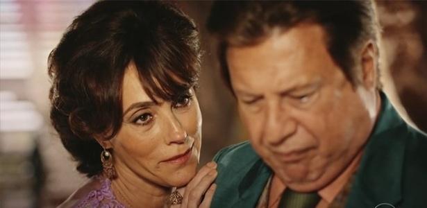 """Iolanda (Cristiane Torlani) aconselha Afrânio (Antonio Fagundes) a assumir cabelos grisalhos em """"Velho Chico""""  - Divulgação/TV Globo"""
