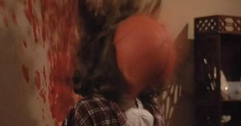 """Cena do filme """"A Maldição de Samantha"""" (1986)"""