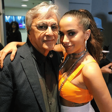 """Caetano Veloso e Anitta posam nos bastidores do """"Domingão do Faustão"""" - Reprodução/Instagram/unsproduções"""
