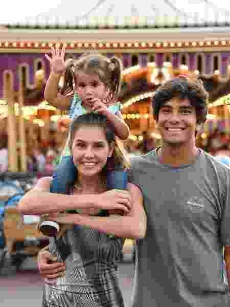 Deborah Secco, a filha Maria Flor e o marido Hugo Moura - Reprodução/Instagram