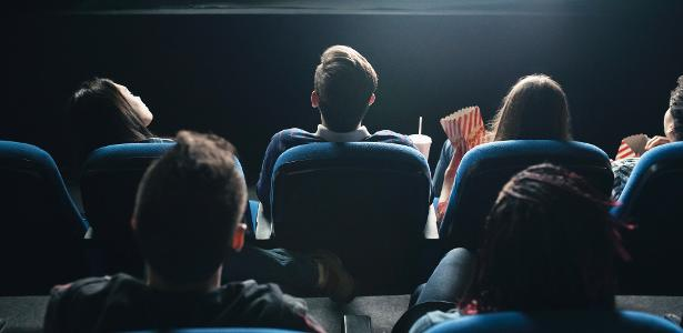 Cinemark's CEO will not receive a salary; employees will cut 50% in the USA