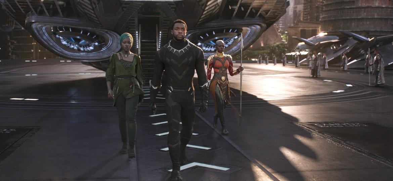"Nakia (Lupita Nyong""o), T""Challa (Chadwick Boseman) e Okoye (Danai Gurira) em ""Pantera Negra"" - Divulgação"