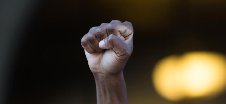 O vídeo tem instruído quais são as práticas que a população negra deve evitar para se proteger de uma possível ofensiva policial no Rio - Getty Images