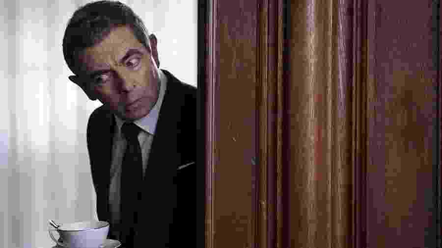 """Rowan Atkinson em cena de """"Johnny English 3.0"""" - Reprodução"""