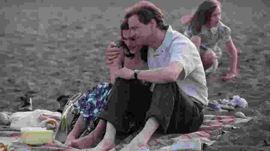 Colin Firth faz o papel do navegador Donald Crowhurst, cuja esposa é interpretada por Rachel Weisz - Divulgação