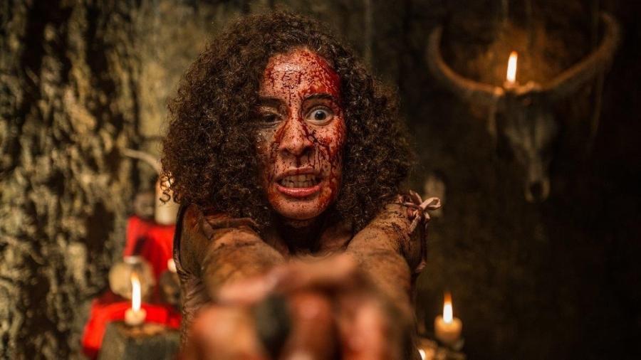 """Cena do filme """"A Mata Negra"""", dirigido por Rodrigo Aragão - Divulgação"""