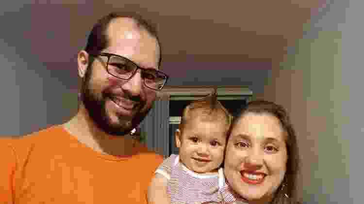 Fabiana e Douglas com o filho Gabriel - Arquivo Pessoal - Arquivo Pessoal