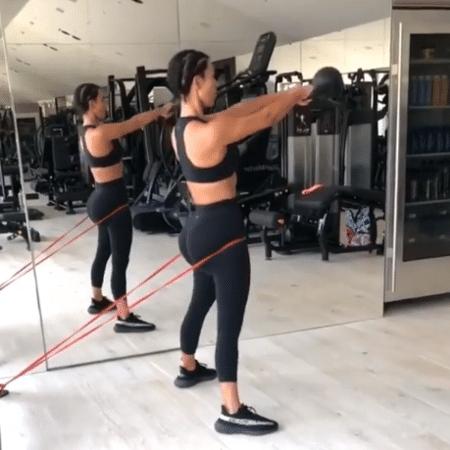 3540f04ec Sem aeróbico  Kim Kardashian secou 10 kg só com musculação  é melhor ...