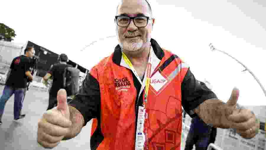 Jorge Freitas, carnavalesco da Mancha Verde, comemora o título da escola de samba em São Paulo - Mariana Pekin/UOL