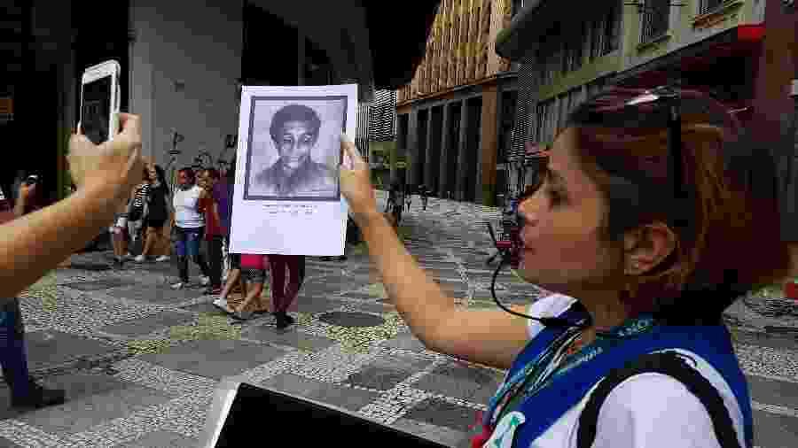 Guia mostra foto de Maria Soldado, que pegou em armas na Revolução Constitucionalista de 1932 - Marcel Vincenti/UOL