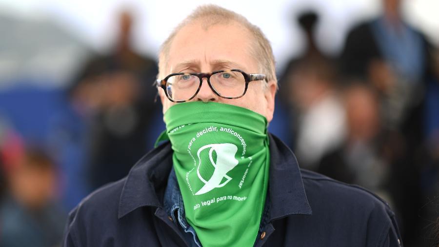 """Diretor argentino Juan Solanas, de """"Que Sea Ley"""", veste cor da luta pela legalização do aborto - LOIC VENANCE / AFP"""