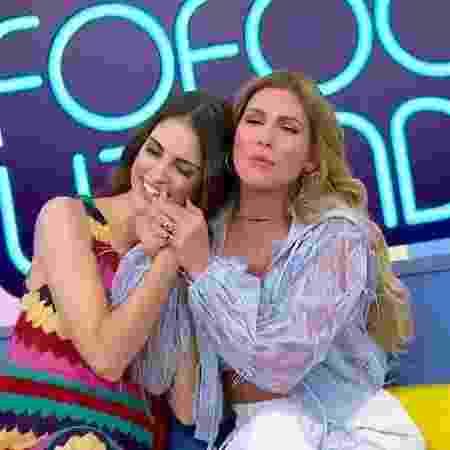 """Chris Flores e Lívia Andrade no """"Fofocalizando"""" - Reprodução/SBT"""