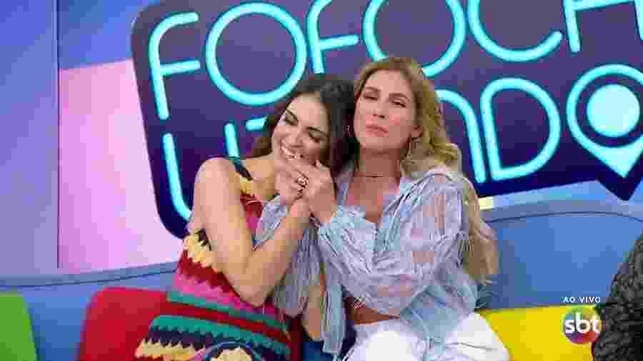 """Lívia Andrade e Chris Flores brincam no """"Fofocalizando"""" - Reprodução/SBT"""