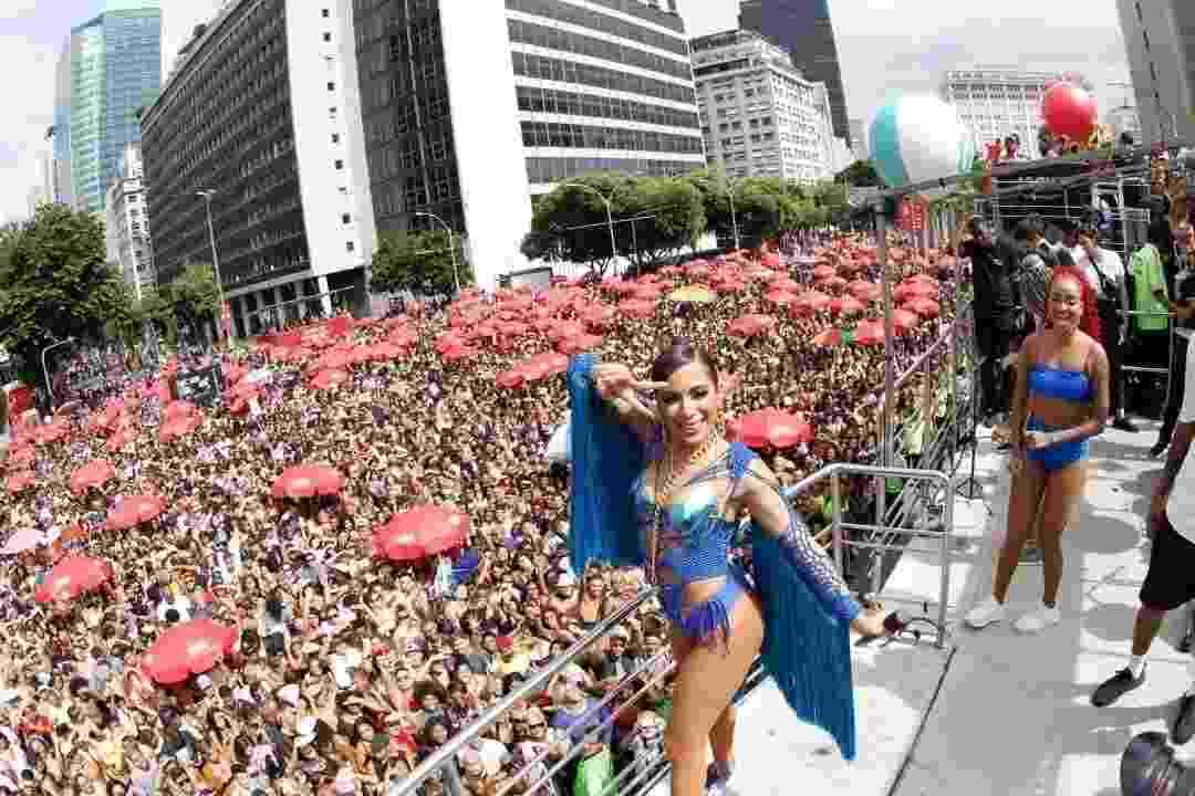 Anitta comanda seu bloco, que desfila hoje pela Avenida Presidente Antônio Carlos, no centro do Rio de Janeiro - Marcelo de Jesus/UOL