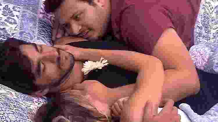 BBB 20: Victor Hugo vai para a cama com Guilherme e Gabi - Reprodução/Globo - Reprodução/Globo