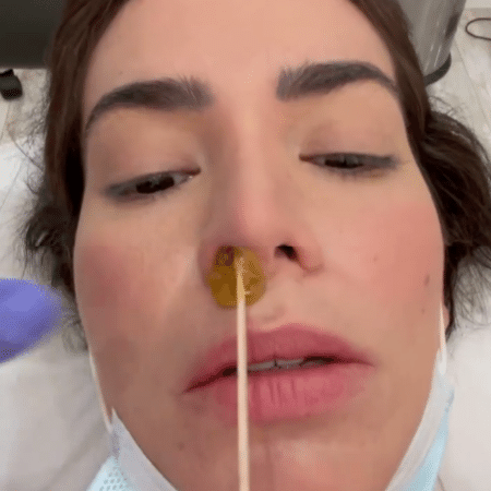 """Adriana Sant""""Anna mostrou depilação inusitada na tarde de hoje - Reprodução/Instagram/@santanaadriana"""