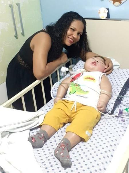 Angela Viana conseguiu encontrar oxigênio para tratamento do filho - Arquivo pessoal