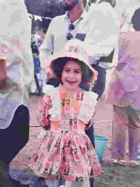 Giovana, na infância, com o vestido de festa junina - Arquivo Pessoal - Arquivo Pessoal