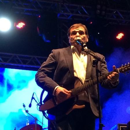 20.jun.2015 - O cantor Jerry Adriani abre a Virada 2015 com show em homenagem aos 50 anos da Jovem Guarda no palco São João - Felipe Branco Cruz/UOL