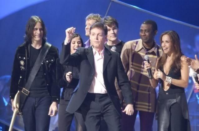 Poucos artistas tiveram a oportunidade de cantar em uma cerimônia do Prêmio Nobel da Paz. Daniela Mercury cantou em 2001 e em grande estilo. Ela interpertou junto com Paul McCartney a canção dos Beatles ?Let It Be?.