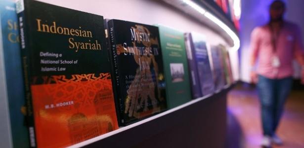 Estande da Indonésia é montado na Feira do Livro de Frankfurt, que homenageia o país - Ralph Orlowski/Reuters