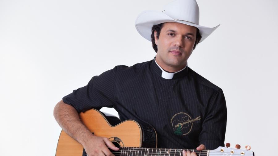 Padre Alessandro Campos, novo contratado da RedeTV - Divulgação