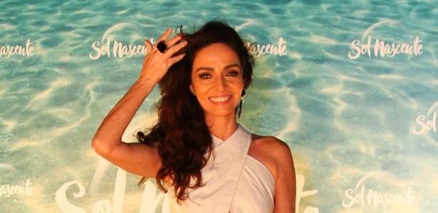 """Claudia Ohana posa para fotos na festa de lançamento da novela """"Sol Nascente"""" - Fabio Moreno/AgNews"""