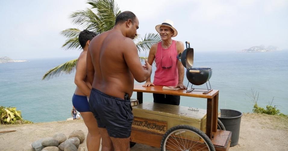 Mario Gomes inaugura venda de hambúrguer gourmet na praia da Joatinga, no Rio
