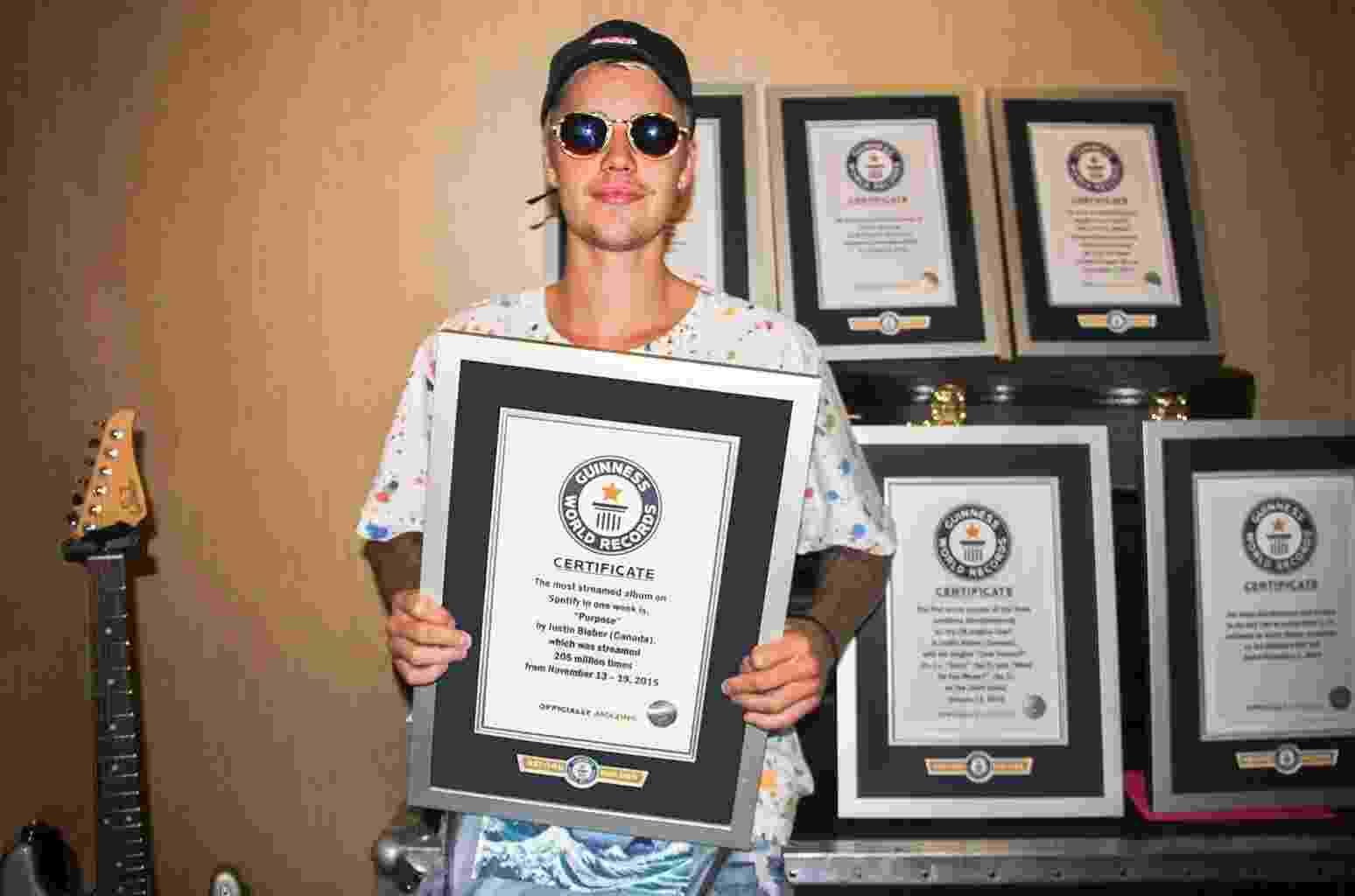 Deixando as polêmicas de lado, Justin Bieber é um fenômeno da música pop - Divulgação/GuinnessWorldRecord