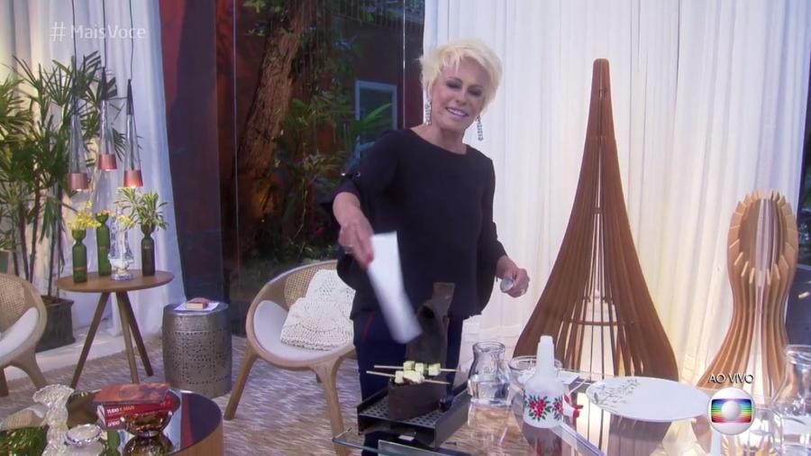 """Ana Maria Braga prepara queijo na brasa em ferro de passar a carvão no """"Mais Você"""" - Reprodução/TV Globo"""