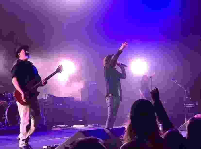 O twitter do Fox Theatre Detroit divulgou a última foto de Chris Cornell, no palco com a banda Soundgarden, poucas horas antes de sua morte, nesta quarta-feira (17) - Reprodução