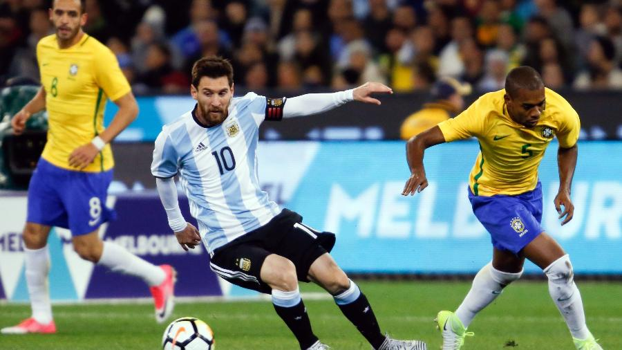 Messi controla a bola durante amistoso contra o Brasil em Melbourne, na Austrália - Xinhua/Rex Shutterstock/Zumapress