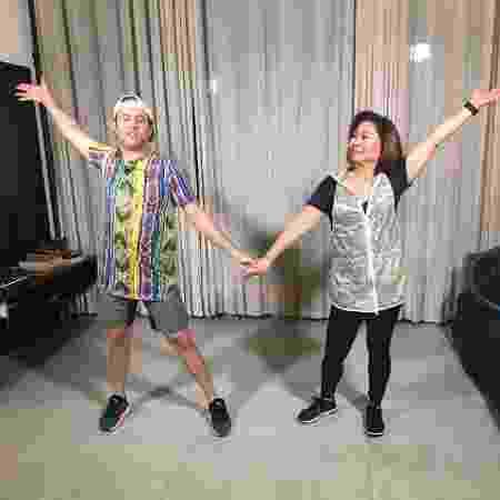 Dona Kika ensaia para o seu próximo vídeo que vai ter dança - Arquivo Pessoal - Arquivo Pessoal