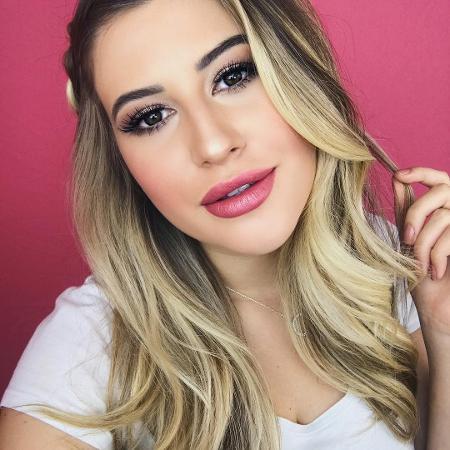 A blogueira Niina Secrets fez o preenchimento no nariz - Reprodução/Instagram/@niinasecrets