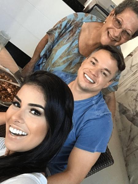 Geralda com os recém-casados Munik Nunes e Anderson Felício - Reprodução/Instagram/geraldadiniz2016