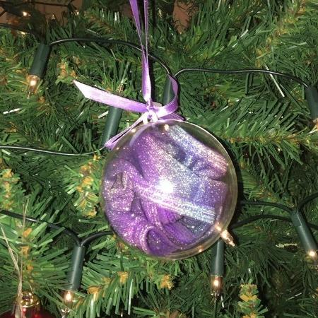 Bola de árvore de Natal era calcinha - Reprodução/Twitter