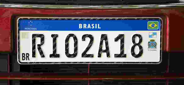 Placa Mercosul com brasão e dados do Estados do RJ - Paulo Fernandes/Foto Arena