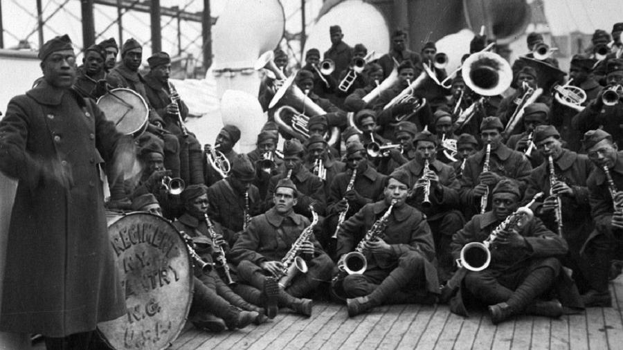 Os Harlem Hellfighters, uma orquestra militar formada por músicos negros dirigida pelo tenente James Reese Europe - Getty Images/Reprodução