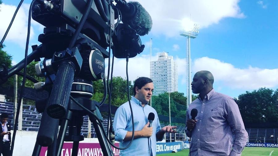 O narrador Dudu Monsanto e o comentarista Christian Dionísio (ex- atacante de Grêmio, Inter, PSG e seleção brasileira), escalados para a transmissão da Sul-Americana nesta quinta    - Majo Sanchez