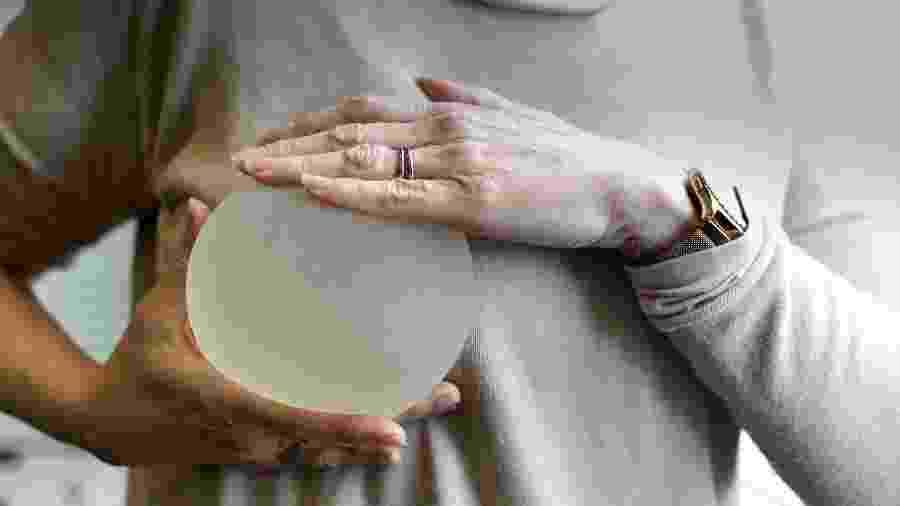 É importante ficar de olho à validade do implante de silicone - iStock Images