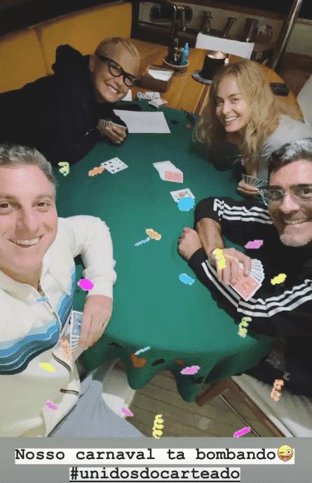 """Luciano Huck, Angélica, Xuxa e Junno Andrade preferiram jogar baralho: """"Unidos do carteado"""" - Instagram/Reprodução"""