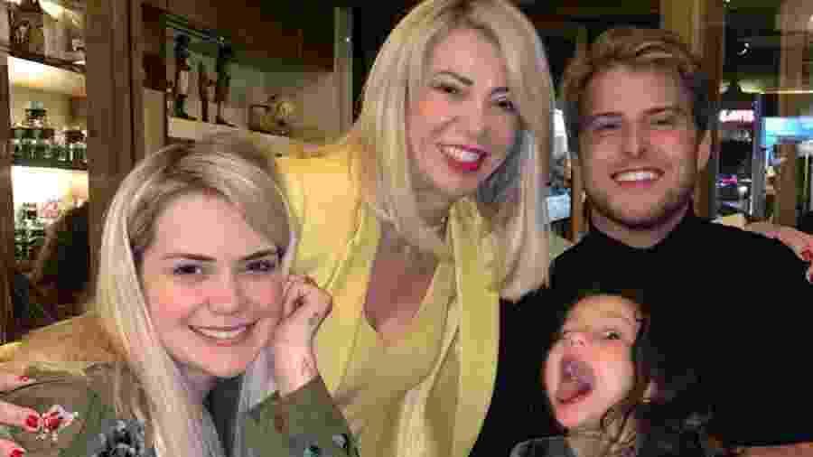 Daniel Lenhardt em jantar com Marcela McGowan, a mãe dela, Josiane, e a sobrinha da ex-BBB, Alessia - Reprodução/Instagram