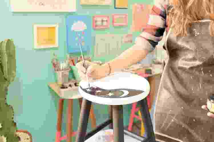 Pandemia transformou a forma com que a artista olhava e criava suas pinturas em bancos - Arquivo Pessoal - Arquivo Pessoal