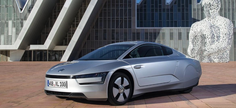 Lançado em 2013 apenas para mercado europeu, o revolucionário VW XL1 teve 250 exemplares produzidos e hoje é disputado por colecionadores; preços estão em alta - Divulgação