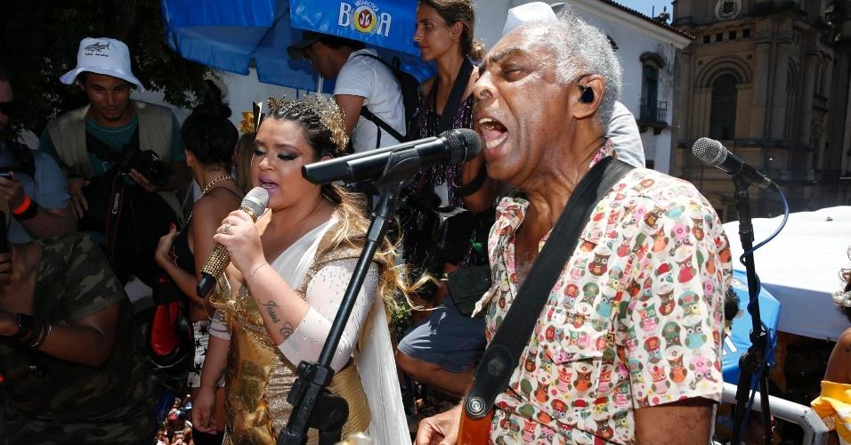 Pai e filha cantam para milhares de pessoas na tarde de domingo (31)