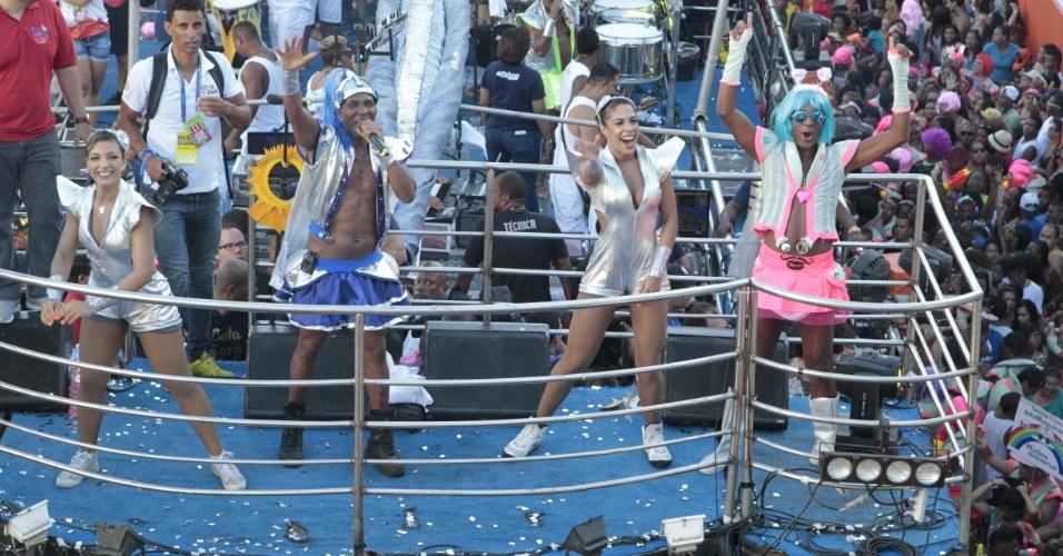 """6.fev.2016 - Beto Jamaica canta """"Bota Cara no Sol"""", aposta do É o Tchan! para o Carnaval deste ano, e defende blocos sem cordas: """"Acho que o caminho é esse, do Carnaval cada vez mais popular e democrático"""", completou"""