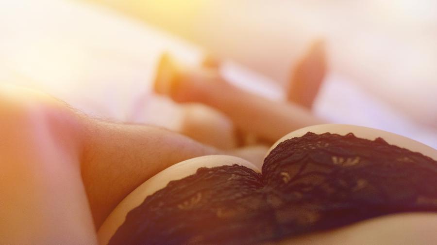 Assim como as primeiras vezes do sexo vaginal, o anal requer adaptação - Getty Images