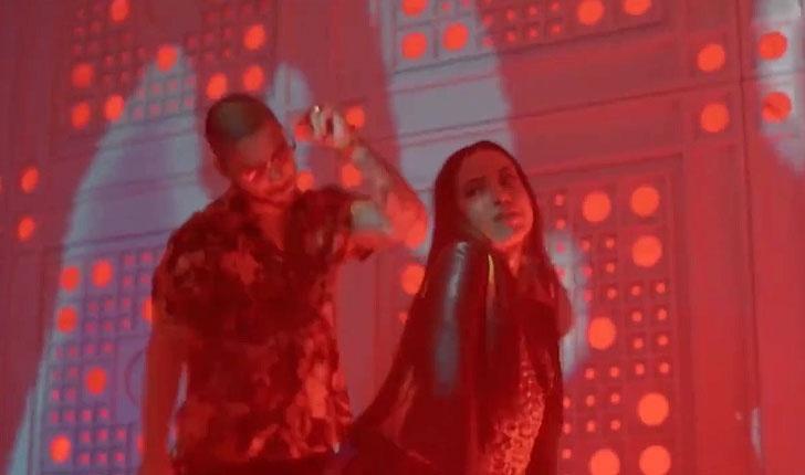 Anitta dança com o cantor colombiano Maluma em cena do clipe de